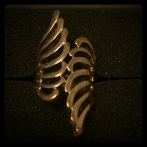 Wing like design ring in gold color